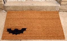 Bat Doormat Tutorial ==> http://www.craftdiyideas.com/bat-doormat-tutorial/