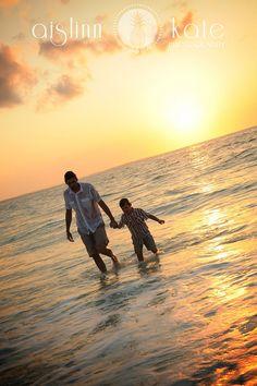 beaches, famili beach, beach pics, summer beach, beach photographi, beach photography, pic idea, ray ban sunglasses, beach portraits