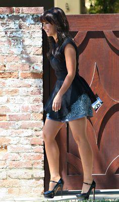 Jennifer Love Hewitt's full shapely legs