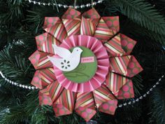 Christmas Paper Medallions - Two Peas in a Bucket