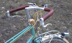 An example of the elk hide leather bar tape with cloth underneath from Velo Orange for the Tomaguchi