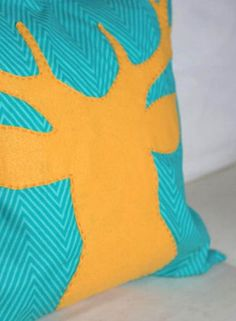 Deer Appliquéd Throw Pillow - a super easy and colorful DIY home decor project for fall.