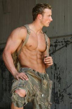 Mmmm camo/military? Me likey...ME TOO..WHAT A GORGEOUS HANDSOME MILITARY HUNK OF A MAN....HOT HOT HOT