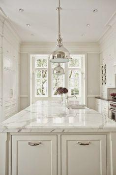 Belclaire House: #thesuzeredo White kitchen
