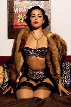 tean-tytans:  Jasmin Rodriguez from Vintage Vandalizm  Meow!