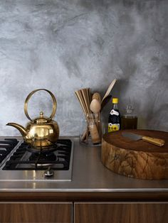 kettle + cutting board  {Great cutting board, but I am really loving the wall and thinking I might need to do something with my rental kitchen}