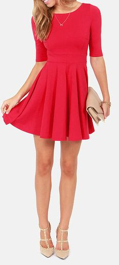 cherry red dress + gold heels, sparkly gold jewelry and minimal makeup with a touch of glitter = christmas party go to!
