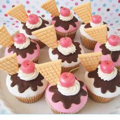 Ice cream sundae cupcakes! super for a retro party or just for fun!