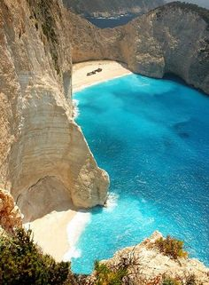 greece!!! How could you not want to go to this beach.