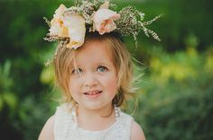 How cute is this flower girl's crown? via @gws