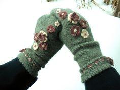 Ravelry: DorotheaAmelia's Flower Power Mittens