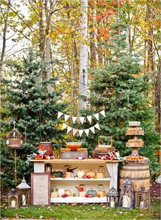 50 Out of this world dessert table ideas to inspire you! #weddingchicks