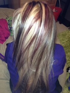 dark brown deep red lowlights in blonde---Summer time. Never a fan of chunky coloring but this is beauuutifulll.