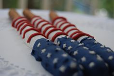 flag pretzel rods - chocolate covered foods, pretzel rods, chocolate covered pretzels, fourth of july, cookout food, red white blue, 4th of july, cover pretzel, parti