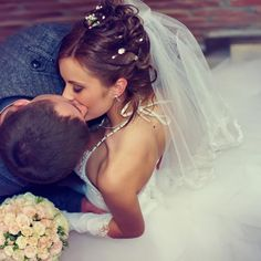 """""""The Best Wedding Advice I Wish I'd Gotten"""" 20 former brides share advice and tips for your wedding. Also love this photography!!"""