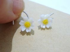 sterling silver DAISY A DAY nose stud by hotwired on Etsy $6.00