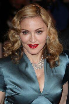 Madonna Medium Wavy Cut
