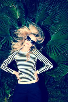 Rosie whips her hair back & forth. www.thecoveteur.com/rosie-huntington-whiteley