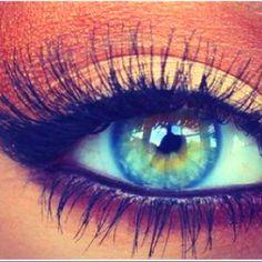 Ahhhhhh I want my eyeball and eye makeup to look like this.