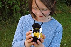 Make your own pet pompom Bumblebee with this tutorial from MollyMoo!