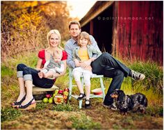 family pics, famili session, famili pic, famili photographi, barn, family photos, photo idea, families, photo pose