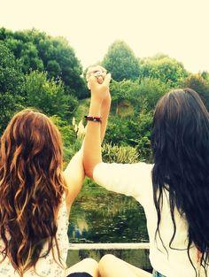 hair colors, friend photos, close friends, friend poses, friend pics, friend pictures, summer pictures, brown hair, friend photography