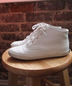 Ked's High Top Shoes / Vintage 80s 90s White Leather Lace-Up Keds Tennis Shoes/ Size 5.5 Now just to find my size....been looking for these for years...