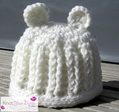 Free DIY crochet pattern of a ribbed hat for newborn. So cute!