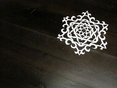 Wonderful tutorial for cutting fancy six sided snowflakes!