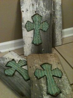 decorative wooden crosses | Barn Wood Decorative Cross by IsbellCreations on Etsy