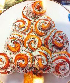 Christmas Morning Breakfast Idea: Christmas Tree Cinnamon Rolls | #christmas #xmas #holiday #food #christmasbreakfast #holidayfood