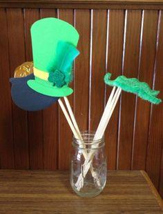St. Patrick's Day Photo Booth Props #dollarstorecraft #stpatricksday #stpaddys #Irish #Green #Shamrock