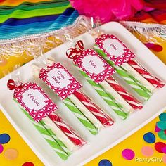 These fiesta candy favors in the colors of the Mexican flag are super-easy to make! Perf for a Cinco de Mayo party!