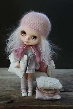 Peri and pillows | Flickr - Photo Sharing!