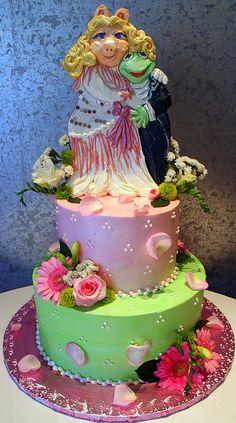 miss piggy & kermit wedding cake