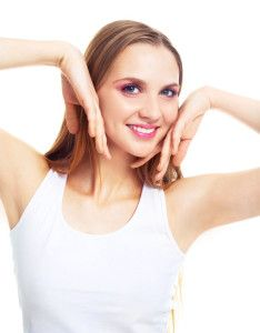 Are you afraid of wearing sleeveless? Does your dark underarms make you embarrassed? Know the common causes and methods to get rid of dark armpits and give a boost to your self confidence.