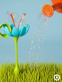 The Boon Grass Drying Rack easily air-dries all your baby accessories, from bottles to pacifiers. Plus, it's super cute!