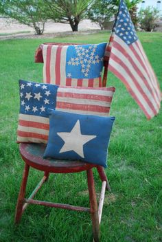 4th of July pillows, love the faded antique look