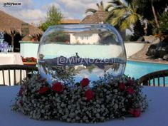 http://www.lemienozze.it:8181/gallerie/foto-fiori-e-allestimenti-matrimonio/img25119.html  Composizione di petali per il centrotavola di petali, composizion di, il matrimonio, il centrotavola
