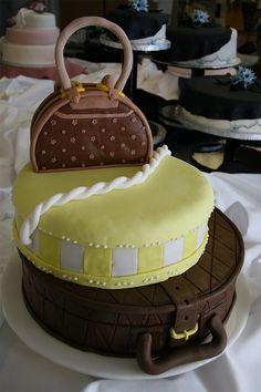 Luggage bag unusual cake design cool Awesom Cake, Luggag Cake, Handbag Cakes, Tier Cake, Luggag Bag, Cake Designs, Unusual Cakes, Bags, Bag Unusu