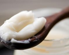 10 ways to use coconut oil in your beauty routine //