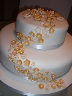 gold wedding cakes | Golden Wedding Anniversary Cakes | a little sweet on the side!