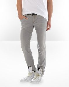 Very trendy D denim jeans in delave effect grey jeans.  Goes well with the summer/spring feel.  Best thing is you can easily match the jeans with most colours and shoes.