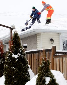 Some Edmontonians are concerned about weight of snow on their roofs | Roof Snow Removal Edmonton | 1.780.424.7663 | www.edmontonroofsnowremoval.com | a Division of General Roofing Systems Canada (GRS)