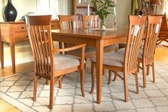 A sunny spot to share a meal, with some beautiful wood furniture to sit around. :) #EatVermontStyle
