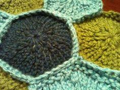 loom knit granny round.  free pattern.