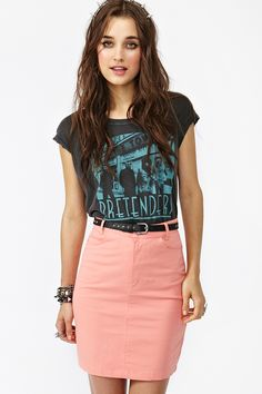 This coral pencil skirt makes such a fresh combination with the turquoise print of the graphic tee / Nasty Gal