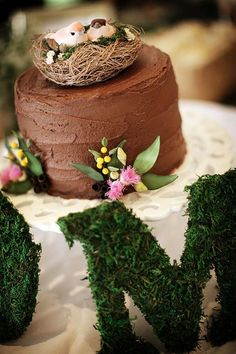 DIY Wedding Cake: Chocolate Mud Cake Recipe Tutorial | Intimate Weddings - Small Wedding Blog - DIY    Something like this, and an ice cream cake for our after-dinner cake.