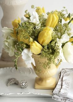 * yellow flowers, white flowers, centerpiec, color, yellow roses, white bouquets, tulips, floral arrangements, country homes
