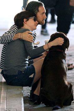 a kiss, sidewalk adam, husband adam, adam shulman, ann hathaway, dog, celebr coupl, adam ann, anne hathaway